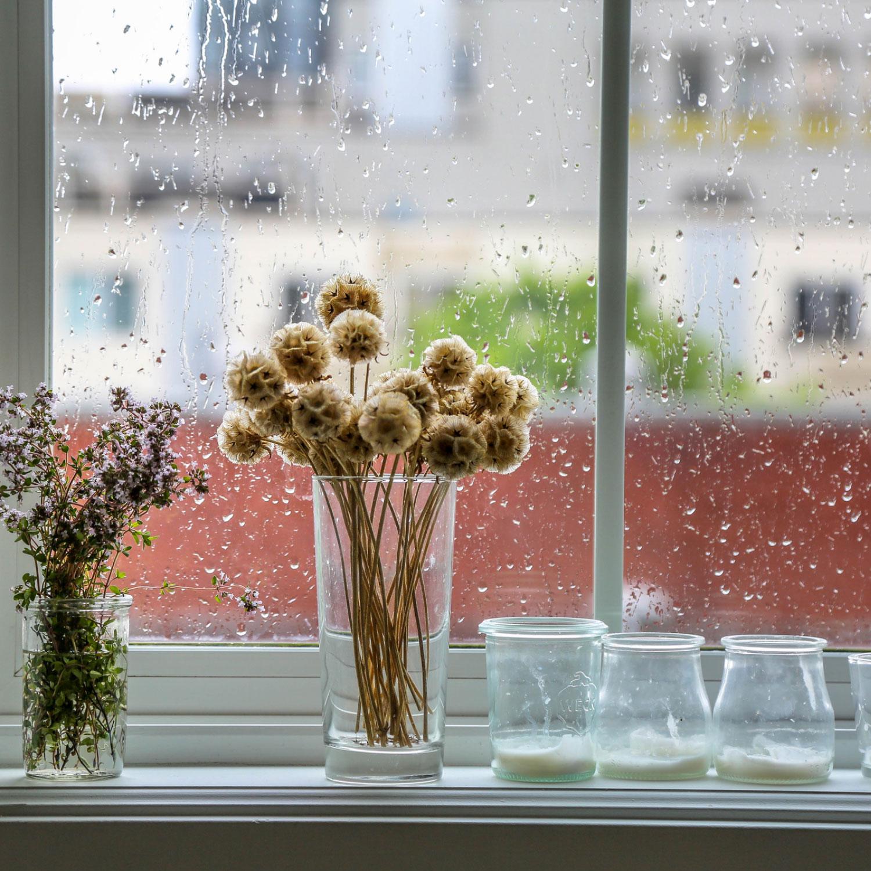 Q. 『雨の日は特に髪が広がりやすく、スタイリングが大変です。これってなぜ?』